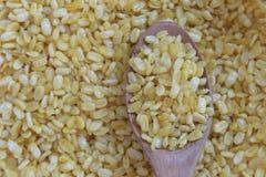在木匙子,快餐的黄色大豆由豆制成在泰国 库存图片