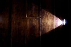 在木地板上的手电 免版税库存图片
