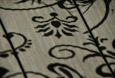 在木地板上的阴影 免版税库存照片