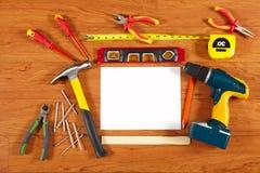 在木地板上的建筑工具 库存图片