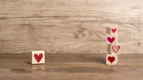在木块写的爱消息 免版税库存图片