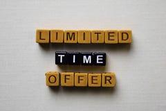 在木块的时间有限提议 企业和启发概念 免版税库存图片