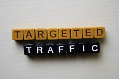 在木块的被瞄准的交通 企业和启发概念 免版税库存照片