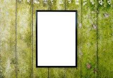 在木墙壁上的空白的海报照片框架 免版税库存图片
