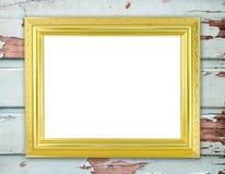 在木墙壁上的空白的金黄框架 免版税图库摄影