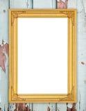 在木墙壁上的空白的金黄框架 库存照片