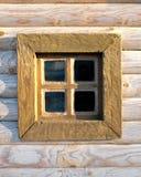 在木墙壁上的老窗口 库存照片