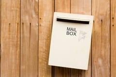 在木墙壁上的邮箱 图库摄影