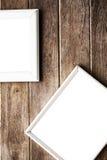 在木墙壁上的画框 免版税库存图片