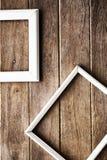 在木墙壁上的画框 免版税库存照片