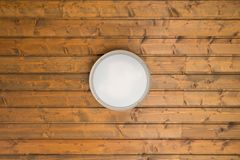 在木天花板的灯 免版税图库摄影