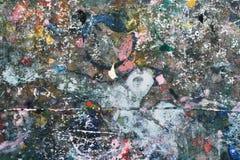 在木头的五颜六色的抽象油漆纹理 免版税库存照片