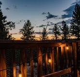 在木头的光与日落 免版税库存图片