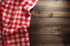 在木头的布料餐巾 库存照片