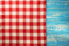 在木头的布料餐巾 库存图片