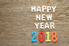 在木头的新年好2018词 免版税库存图片