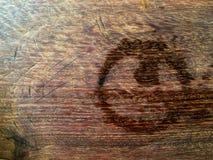 在木头的踪影水 图库摄影