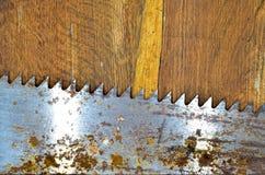 在木头的锯 免版税库存照片