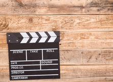 在木头的Clapperboard 免版税库存照片