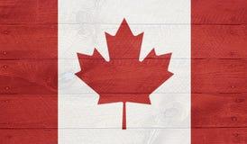 在木委员会的加拿大旗子有钉子的 免版税库存图片