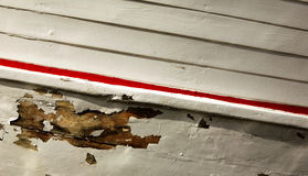 在木小船的削皮油漆 库存图片