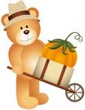 在木推车的玩具熊运载的南瓜 免版税库存图片