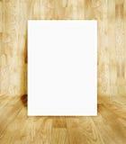 在木木条地板室的白色框架 免版税库存图片