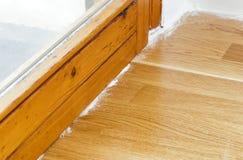 在木条地板的杀虫粉 库存照片