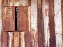 在木条纹的木窗口 图库摄影