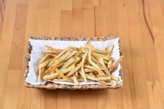 在木杯子的油煎的土豆 库存照片