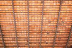 在木板材屋顶下 图库摄影