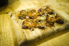在木板材的牛肉味噌 库存图片