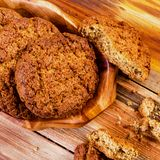 在木板材的甜开胃自创麦甜饼 selec 库存图片
