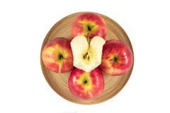在木板材的苹果在白色背景 免版税图库摄影