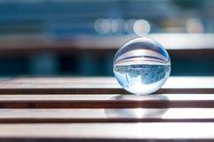 在木板条背景的玻璃透明球 免版税图库摄影