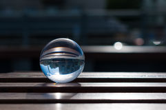 在木板条背景的玻璃透明球 免版税库存照片