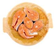在木板的三文鱼 免版税库存图片