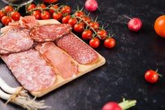 在木板的不同的开胃小菜开胃菜 图库摄影