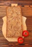 在木板的拉伊家制面包 免版税库存图片
