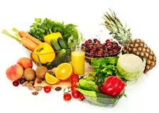 在木板的新鲜蔬菜。 免版税图库摄影