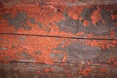 在木板的老红色茶黄油漆 免版税库存图片