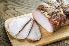 在木板的被烘烤的肉 库存照片