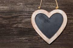 在木板的黑板心脏 库存照片