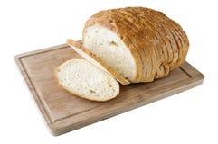 在木板的Cutted白面包 免版税库存图片