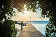 在木板走道的日出在Bacalar,墨西哥 库存图片