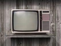 在木架子的老电视 免版税库存图片
