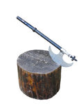 在木树桩的中世纪战斧武器被隔绝在白色 免版税图库摄影