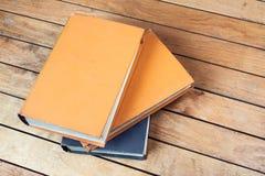 在木桌上的三本旧书 免版税库存照片