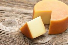 在木桌上的乳酪轮子 库存图片