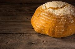 在木桌上的传统面包 库存照片
